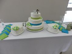 Wedding cake. Colors: Lime Green & Turquoise. Jess, no way you don't like the looks of these colors.