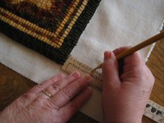 This is a step by step instruction of how I bind a traditional hooked rug using binding tape. Of course you can substitute other fabric for. Penny Rugs, Rug Binding, Rug Hooking Patterns, Rug Patterns, Latch Hook Rugs, Rug Inspiration, Hand Hooked Rugs, Wool Applique, Cool Rugs