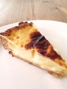 Torta crème brûlée senza latte, senza zucchero, senza uova. Una di quelle cose che pensi siano buone e invece... sono eccezionali!