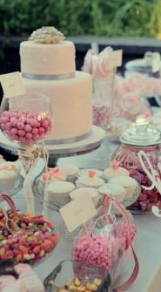 peach cake and table decor