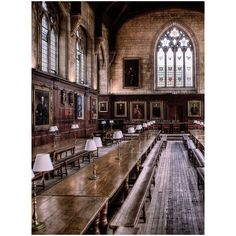 University Great Hall of Christ Church. - Oxford University Great Hall of Christ Church. -Oxford University Great Hall of Christ Church. - Oxford University Great Hall of Christ Church. - From - Harvard University Images Harry Potter, Harry Potter Films, Harry Potter Aesthetic, Oxford Harry Potter, Sightseeing London, Slytherin, Light In The Dark, Beautiful Places, Around The Worlds