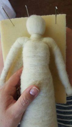 Dando forma a una muñeca en Vellón Agujado.