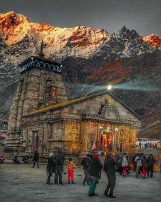 KēdārnāthMandir(Kedarnath Temple) is a Hindutemple(shrine) dedicated to Lord Shiva. Pandavas were supposed to ha. Lord Shiva Statue, Lord Shiva Pics, Lord Shiva Hd Images, Lord Vishnu, Ganesh Images, Ganesha Pictures, Temple India, Hindu Temple, Indian Temple
