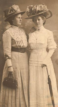 I love the dresses......Wish we could still look this dressed up......................