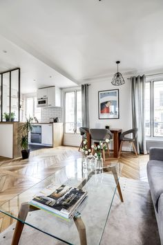 This cool little flat is in the 8th arrondissement of Paris, designed by Pierre Petit and clocking in at only 38 square metres.