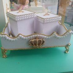 Kit higene de bebê.Bandeja com 2 potinhos. #Ateliê #AteliêDLuxo #bandejacompotes #bandeja #decoracao #decor #decoração #decoraçãodeBebê #bebe #baby #bebê #kitprincesa #kitmenina #kitprincipe #kithigiene #menina #menino #principe #princesa #perolas #perola #coroa