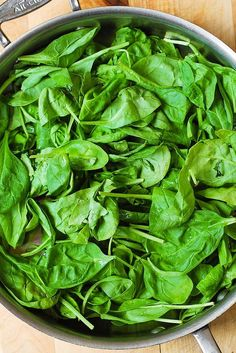 How To Cook Fresh Spinach * I always forget how YUMMY it is to finish it off w/ lemon + lemon zest! Fresh Spinach Recipes, Cook Fresh Spinach, Steamed Spinach, How To Make Spinach, Raw Spinach, Spinach Curry, Spinach Leaves, Spinach Wrap, Spinach Salad
