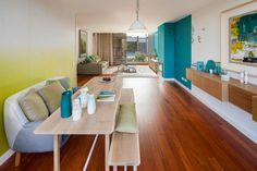 Casinha colorida: Por Ligia Casanova, uma casa contemporânea em cores degradê