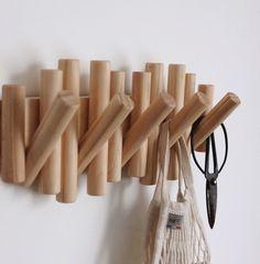 Diy Furniture Projects, Woodworking Furniture, Diy Woodworking, Wood Projects, Pipe Furniture, Furniture Design, Peg Wall, Wooden Wall Hooks, Coat Hooks Hallway