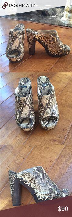 Stuart Weitzman Beige/Brown Snakeskin Print Heels Stuart Weitzman Beige/Brown Snakeskin Print platforms. 5 inch heels. Stuart Weitzman Shoes Platforms