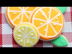 Citrus slice cookies in a wet-on-wet royal icing technique - Detailed Video tutorial - YouTube.com/montrealconfections