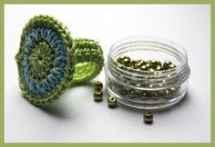 Haekeln_Ring_Blau-Gruen The post antetanni crochet ring (anillo de crochet instrucciones) appeared first on Win Moda. Diy Jewelry Rings, Jewelry Crafts, Handmade Jewelry, Jewelry Making, Crochet Rings, Bead Crochet, Diy Rings Step By Step, Crochet Designs, Crochet Patterns