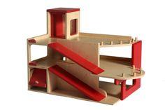 Volledig handvervaardigde houten speelgarage! www.meikewithlove.be