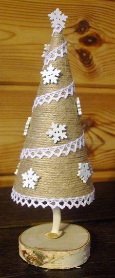 Christmas tree DIY Diy Christmas Tree, Tree Skirts, Holiday Decor, Home Decor, Table Decorations, Mesas, Decoration Home, Room Decor, Home Interior Design