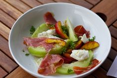 Vgetarische Paella, Couscous mit Aprikosen, Salat mit Nektarine, Melone, Mozzarella,