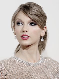 """alltaywell: """" """"Taylor Swift at the 56th Annual Grammy Awards (January 26, 2014) """" """""""