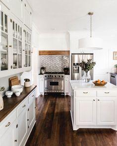58 elegant white kitchen design ideas for modern home 82 ~ Design And Decoration Home Kitchens, Kitchen Design, Sweet Home, Home N Decor, Kitchen Decor, White Kitchen Design, Kitchen Interior, Home Decor, House Interior