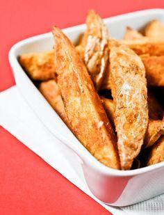 Des potatoes comme au MacDo ! Cuites au four et bien assaisonnées, servez ces deluxe potatoes maison avec un bon burger et votre sauce préférée.