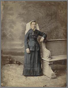 Vrouw in Noord-Bevelandse streekdracht. 1875-1885 #NoordBeveland #Zeeland