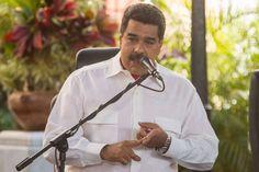 <p>El presidente de Venezuela, Nicolás Maduro, aseguró hoy que la nación petrolera cumplirá con el pago de sus compromisos internacionales, pese a la crisis y la sequía de dólares producto de los bajos precios del crudo, la principal fuente de ingresos del país.</p>