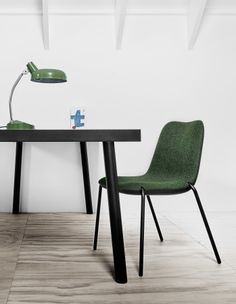 Boum Kristalia in the catalog of design solutions and exclusive products for decor and interior design DesignSelect. Home Office Decor, Office Furniture, Home Decor, Chair Design, Furniture Design, Stackable Chairs, Office Interiors, Innovation Design, Exterior Design