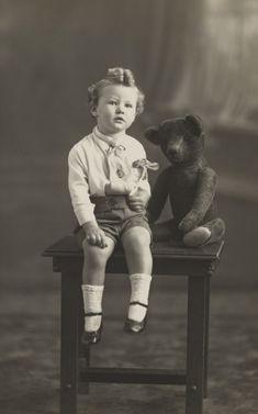 4 x 3 x cm). Old Teddy Bears, Vintage Teddy Bears, Old Photos, Vintage Photos, Love Bears All Things, Bear Toy, Moma, Black Bear, Cartoon Drawings