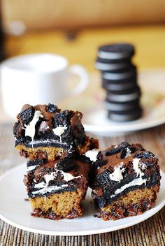 Slutty brownies with white chocolate chips | JuliasAlbum.com