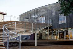 新潮社の倉庫だった建物が企画・運営サザビーリーグ、隈研吾の設計デザインで「衣食住+知」をテーマにしたキュレーションストア〈la kagu〉に。