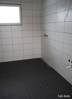 Tästä ideaa kylpyhuoneeseen Tile Floor, Flooring, Tile Flooring, Wood Flooring, Floor