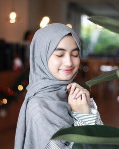 See More – Hijab Fashion 2020 Beautiful Muslim Women, Beautiful Girl Image, Beautiful Hijab, Casual Hijab Outfit, Hijab Chic, Muslim Fashion, Hijab Fashion, Muslim Beauty, Islamic Girl