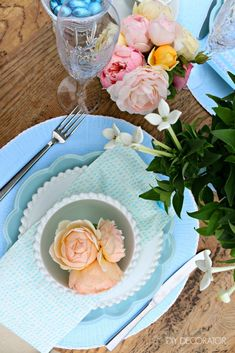 Easter is just days away - are you ready? Make the event special by decorating your table. We've got 5 fabulous Easter table setting ideas for every style from minimalist to country, bright and colourful to woodland. Come check them out...