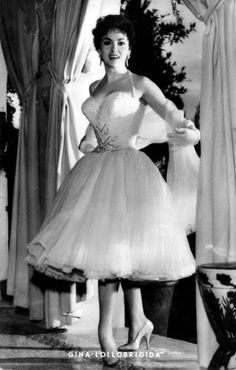 actrices gina lollobrigida - Page 3 Hollywood Fashion, Hollywood Glamour, Hollywood Stars, Gina Lollobrigida, 50s Dresses, Vintage Dresses, Vintage Outfits, Prettiest Actresses, Beautiful Actresses