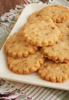 I love to bake all kinds of cookies, but I often turn to shortbread when I want something quick, easy, and crowd-pleasing. These Brown Sugar Toffee Shortbread certainly check all of those boxes. Cookie Desserts, Just Desserts, Cookie Recipes, Delicious Desserts, Dessert Recipes, Yummy Food, Shortbread Recipes, Cookie Table, Health Desserts