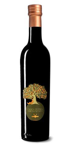 Prodotto sulle colline di Bolognano, l'#olio extravergine d'oliva DOP è caratterizzato dai colori verde al giallo oro brillante, dal sapore delicatamente fruttato con lieve retrogusto di mandorla. https://www.ilchiccoduva.eu/olio-extra-vergine-di-oliva-dop-da-ml-500
