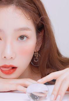 Taeyeon stuns with CHANEL lipstick colors for ELLE Korea magazine cover – K-Supremacy Yoona, Snsd, Sooyoung, Girl's Generation, Girls' Generation Taeyeon, Chanel Beauty, Beauty Makeup, Soft Makeup, Kpop Girl Groups