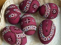sada obsahuje 6 kusov husacích kraslíc, vajíčka sú už predané , ale môžem vyrobiť podobné... Types Of Eggs, Egg Shell Art, Egg Tree, Ukrainian Easter Eggs, Easter Traditions, Easter Crafts For Kids, Egg Decorating, Decoration, Happy Easter