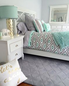 Teenage Room Makeover On A Budget How to redo a teenage girl's bedroom if you're on a budget and/or it's a really SMALL bedroom? Below are some cheap ways to decorate a teenage girl's bedroom that I LOVE! A teens bedroom is their sanctuary, where … Room Makeover, Bedroom Makeover, Girl Bedroom Designs, Awesome Bedrooms, Bedroom Design, Room Inspiration, Small Bedroom, Remodel Bedroom, Airy Bedroom