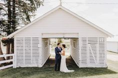Find the perfect backdrop for your wedding photos. This Minnesota barn wedding is simply stunning.  Matt Lien Photography // Acowsay Cinema