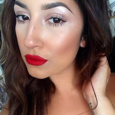 loving the neutral eyes with bold lips!