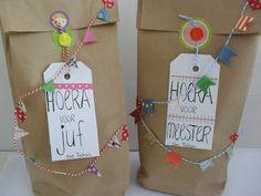 door mij voor jou: Hoera voor juf en meester! Cute Gift Wrapping Ideas, Present Wrapping, Present Gift, Gift Ideas, Teacher Appreciation Gifts, Teacher Gifts, Homemade Gifts, Diy Gifts, Brown Paper Packages