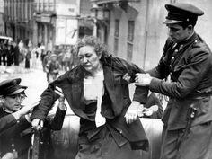 SEGUNDA REPUBLICA ESPAÑOLA: Madrid, 1936.- Una mujer herida en el transcurso de una manifestación es socorrida por los Guardias de Asalto. EFE.
