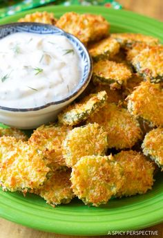 """Amazing Oven Baked """"Fried"""" Pickles with Garlic Sauce. Get your southern fried pickle fix without all the calories! A light version of southern fried pickles Baked Fried Pickles, Fried Pickles Recipe, Grill Restaurant, Fried Cookie Dough, Cooking Recipes, Healthy Recipes, Healthy Sweets, Protein Recipes, Pickled Garlic"""