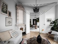 A White Swedish Home With An Intriguing Hanging Plant! (my scandinavian home) Scandinavian Apartment, Scandinavian Home, Living Room Designs, Living Spaces, Living Rooms, White Wash Walls, Swedish House, Dream Apartment, Studio Apartment