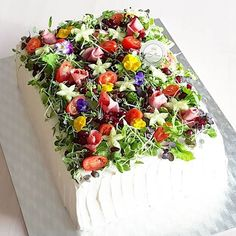 Kuvan mahdollinen sisältö: kukka ja ruoka Veggie Quinoa Bowl, Meat Trays, Sandwich Cake, Xmas Party, Savoury Cake, Antipasto, Wedding Cake Toppers, Let Them Eat Cake, Diy Food