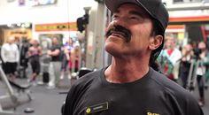 Arnold travaille au Golds Gym - http://lkn.jp/1iAkzR3