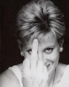 "~I just love Diana. My favorite Princess! ♡ Albert Watson diana ""shoots the bird"" Lady Diana Spencer, Spencer Family, Princess Diana Images, Princess Of Wales, Princess Style, Divas, Gisele Bündchen, Elisabeth Ii, Estilo Real"