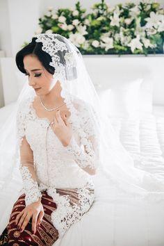 Perpaduan adat Minang dan Betawi ala Anggi dan Yasir - Processed with VSCOcam with a6 preset Kebaya Lace, Kebaya Hijab, Javanese Wedding, Indonesian Wedding, Sheer Wedding Dress, Wedding Gowns, Kebaya Wedding, Foto Wedding, Akad Nikah