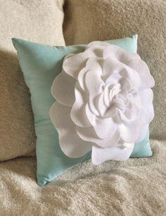 DIY Large felt rose pillow pattern