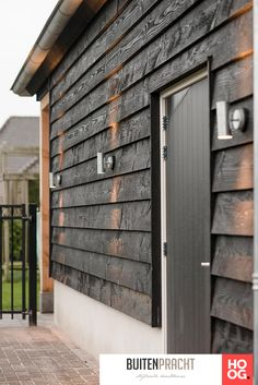 Have a look at this trendy photo - what an inspired project Wood Cladding Exterior, Clapboard Siding, House Cladding, Timber Cladding, Exterior Siding, Wall Cladding, Shed Design, House Design, Charred Wood
