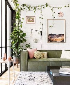 Зелень в интерьере 5 of the biggest home design trends for year, new look! Inside Out's style editor Jono Fleming shares the biggest home decor trends for From indoor plants to Art Deco influences, these are the interior trends set to take over our homes. Design Living Room, Living Room Green, Boho Living Room, Home And Living, Art In Living Room, Bright Living Room Decor, Cute Living Room, Living Area, Home Interior